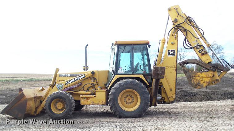 Detail photo of 1995 John Deere 710D from Construction Equipment Guide