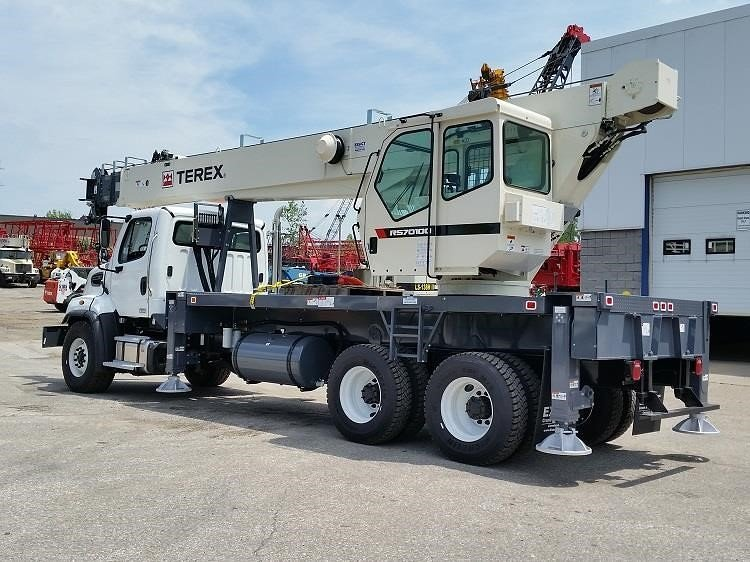 Detail photo of 2018 FREIGHTLINER 108SD from Construction Equipment Guide
