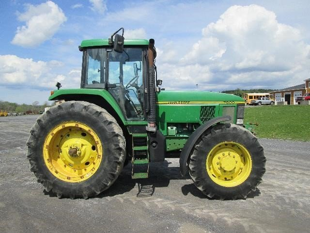 Detail photo of  John Deere 7600 from Construction Equipment Guide