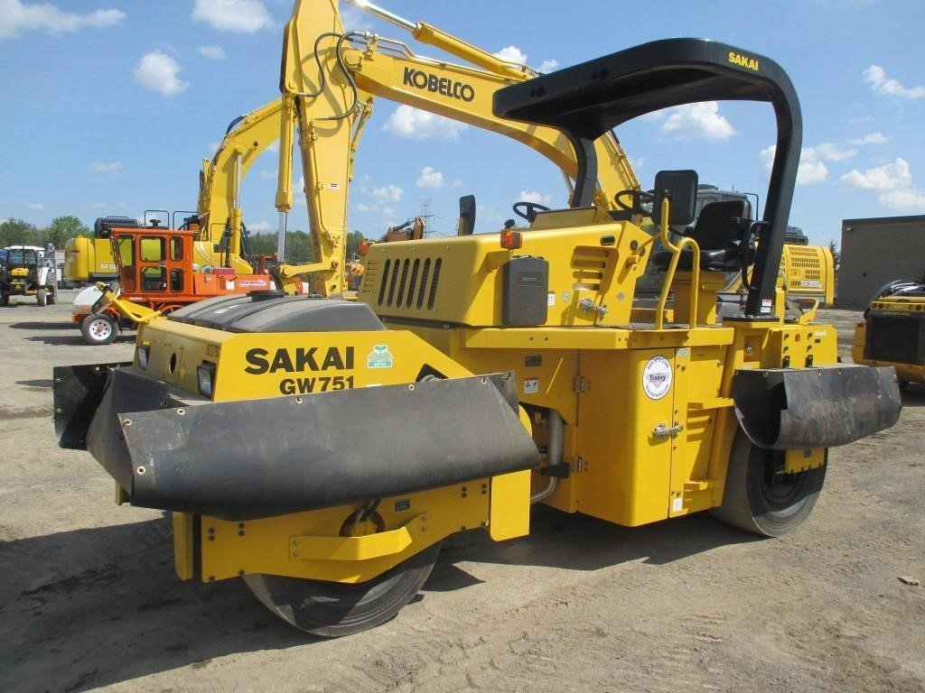 Detail photo of 2016 Sakai GW751 from Construction Equipment Guide