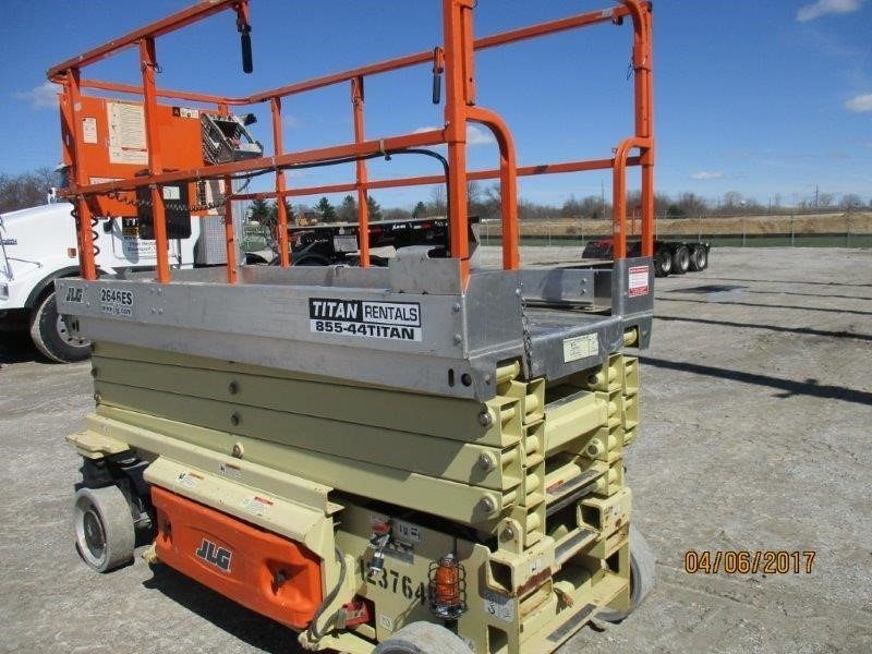 Detail photo of 2011 JLG 2646ES from Construction Equipment Guide