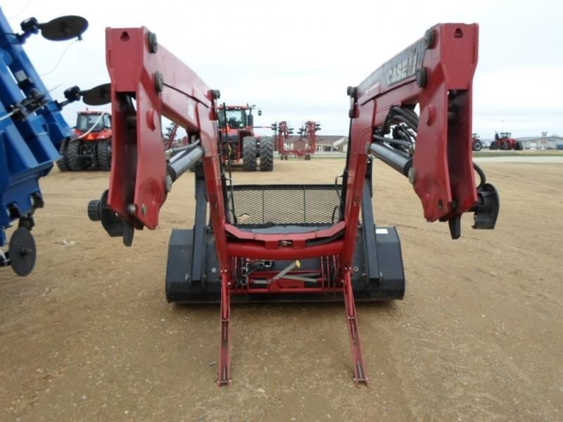 Detail photo of 2012 Case IH L750 from Construction Equipment Guide