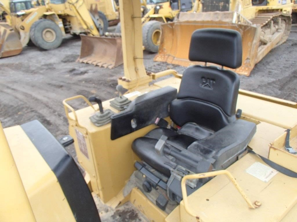 Detail photo of 1999 Caterpillar D5M from Construction Equipment Guide