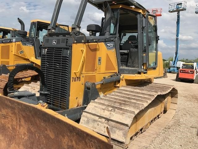 Detail photo of 2014 John Deere 750K LGP from Construction Equipment Guide
