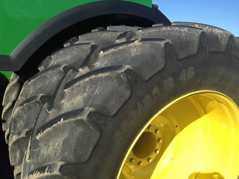 Detail photo of 2015 John Deere 9520R from Construction Equipment Guide
