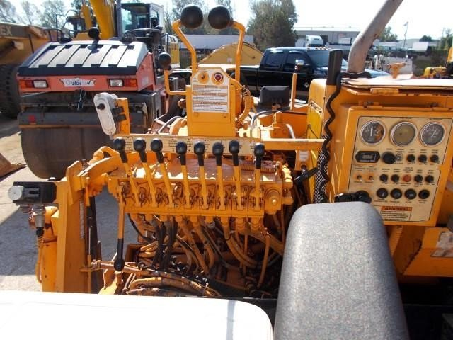 Detail photo of 2004 LeeBoy 8500 HD II from Construction Equipment Guide