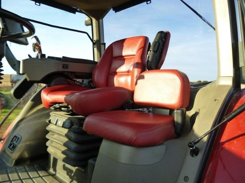 Detail photo of 2014 Case IH MAGNUM 340 from Construction Equipment Guide