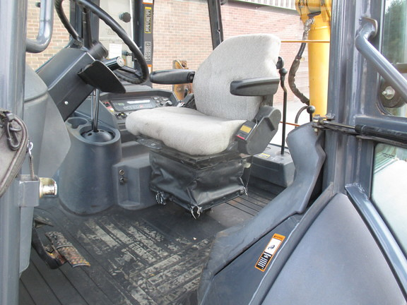 Detail photo of 2002 John Deere 410G from Construction Equipment Guide