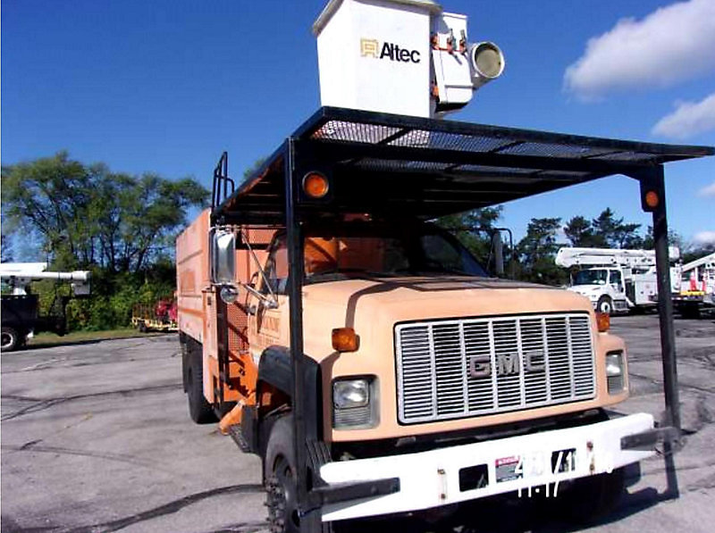 Detail photo of 2002 GMC C7500 from Construction Equipment Guide