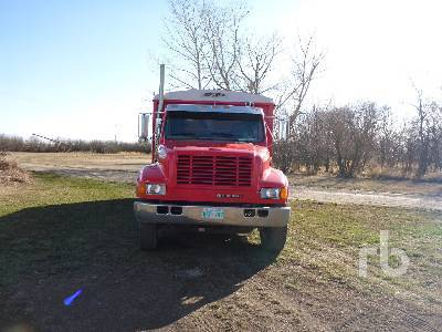 Detail photo of 1996 International 4900 from Construction Equipment Guide